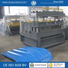 Machine de sertissage de panneau de toit métallique