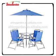 Bistro en plein air avec parapluie