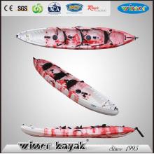 Las personas de gran tamaño de plástico de 3 personas se sientan en la parte superior del barco Kayak Touring