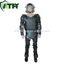 traje militar antidisturbios