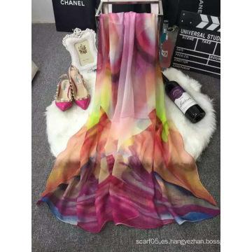 La nueva alta calidad 2016 imprimió la bufanda de seda del resorte al por mayor