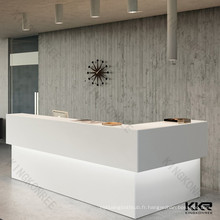 Hôtel blanc réception comptoir design / réception du restaurant