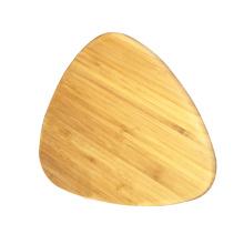 Placa de corte de bambu em forma de triângulo