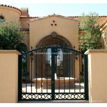 Дизайн ворот из кованого железа для частного дома