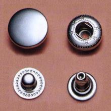 Cuatro piezas de gran manera presionar botones metálicos