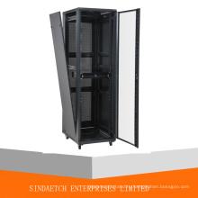19-дюймовый сетевой шкаф с запирающейся задней дверью