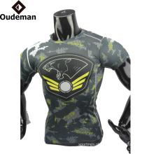 OEM Moda de alta qualidade homens roupas de fitness design personalizado lastest camisa de compressão para o homem