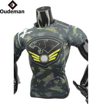 La moda de alta calidad de los hombres del OEM de la ropa de la aptitud diseña la última camisa de la compresión del latest para el hombre