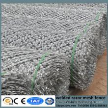 Bonne concertina soudant les barrières diamant trous clôture panneaux pour la sécurité de l'abri anti grilles soudées avec rasoir tranchant