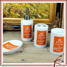 Mantenha a calma e continue a casa de banho cerâmica branca