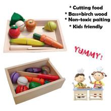 Brinquedo de madeira para cortar vegetais