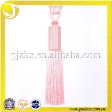 Lazo de borla rosado con strass