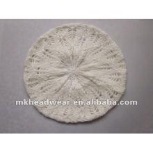 La máquina de la manera hizo punto el sombrero / la boina en el color blanco, con el patrón del telar jacquar