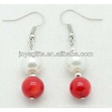 Perles naturelles de corail rouge avec boucles d'oreilles en perle d'eau douce
