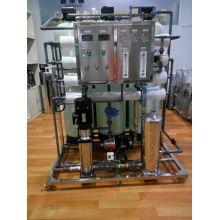 Umkehrosmoseanlage zur Wasserfiltration mit Kohlefilter