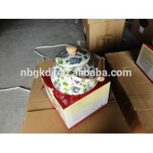 bouilloire émaillée avec poignée en bois et design complet