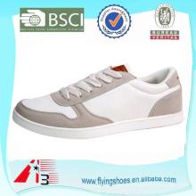 Zapatos ocasionales de la zapatilla de deporte