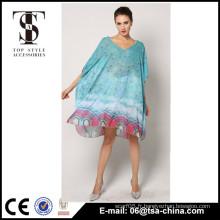 Les grosses femmes peacock print couvrent longues robes de plage