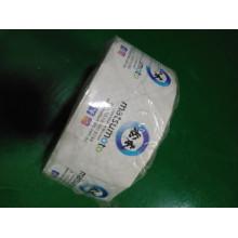 Печать на клейких водонепроницаемых этикетках на контейнерах для пищевых продуктов