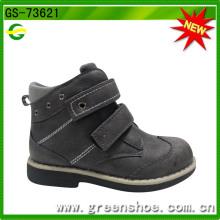 Sapatos de velcro para menino