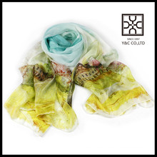 La impresión digital vendedora caliente crea la bufanda de seda china