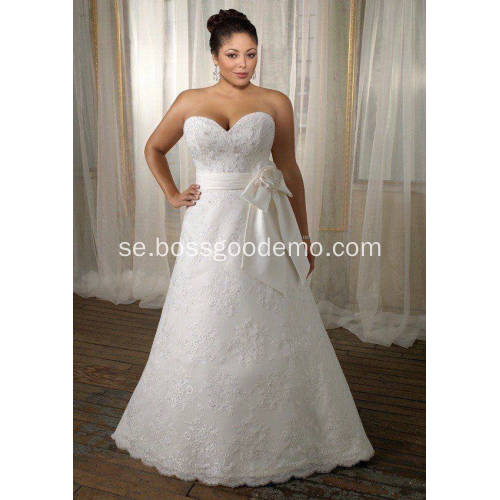 A-linje Sweetheart Sweep Train Lace Satin Ribbon Plus Size Wedding Dress
