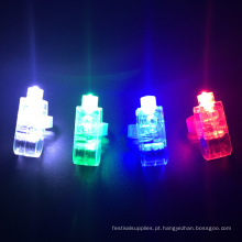 Os feixes das luzes do dedo do diodo emissor de luz do favor de partido iluminam acima a luz dos brinquedos