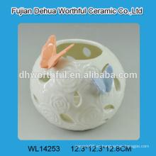 Elegante porcelana blanca vela titular tealight con diseño de mariposa