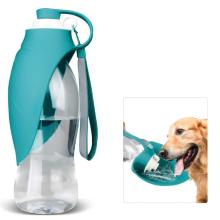 Bouteille d'eau pour chien marchant