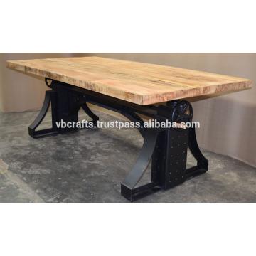 Industrie-Kurbel-Tisch Metall-Nieten Schwarz Farbe Mango Holz Top