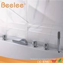 Grifos de bañera y ducha montados en cubierta