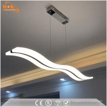 Lâmpada de pendente acrílica do diodo emissor de luz da luz da sala de jantar da curva que pendura