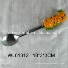 2016 new design stainless steel spoon with ceramic pineapple shape