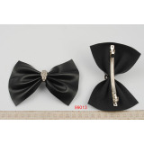 Skull leather bow clip