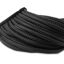 Douille d'isolation tressée expansible de fil d'animal familier noir