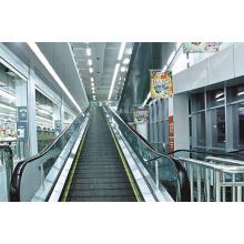 Beweglicher Bürgersteig des Supermarktes
