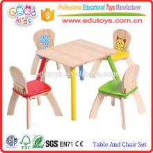 Schön gearbeitete natürliche hölzerne Kinderstudiertisch und Stuhl Set