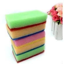 Limpie la esponja para la cocina