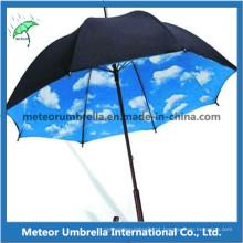 Eixo De Madeira Auto Direto Aberto Céu Nebuloso Dentro De Promoção Umbrella
