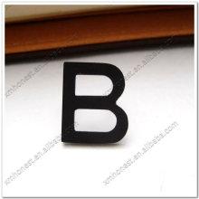 Буквы из металлического алфавита