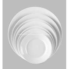 placa de cena de plato de porcelana blanca