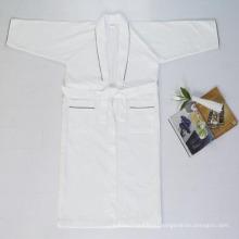 Дешевле вафельные Ночнушку для отеля Ванная комната халат (DPF10144)