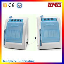 Máquina de limpeza e lubrificação de peças de mão dentais