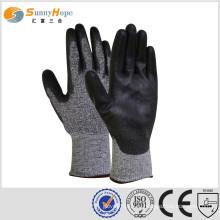 Перчатки с перламутровыми перчатками с перламутровыми перчатками