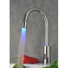 Светодиодный самонаводящийся Bibcock Автоматический кухонный кран Senor