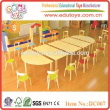 2015 Vente en gros de meubles d'âge préscolaire en bois de couleur vive pour enfants, table et chaises pour enfants