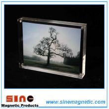 Акриловая рамка для фото холодильника с магнитом