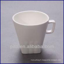 Tasse de café en carré en porcelaine P & T