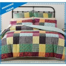Farbblock-Patchwork-Design bedruckte Polyester Tagesdecke Set
