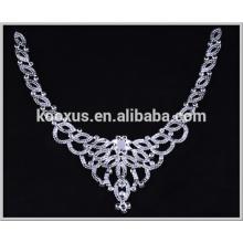 Forme el remiendo cristalino claro del bordado del applique del rhinestone para el collar del vestido de boda